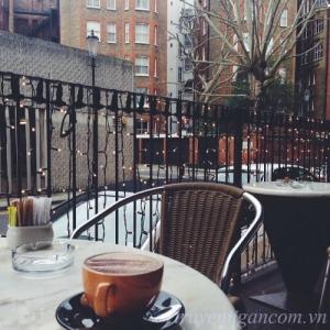Cà phê cùng người lạ